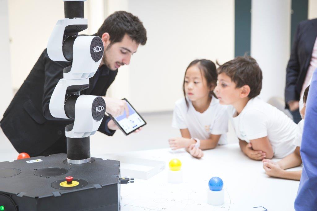 A Torino i robot siedono in cattedra con gli insegnanti thumbnail