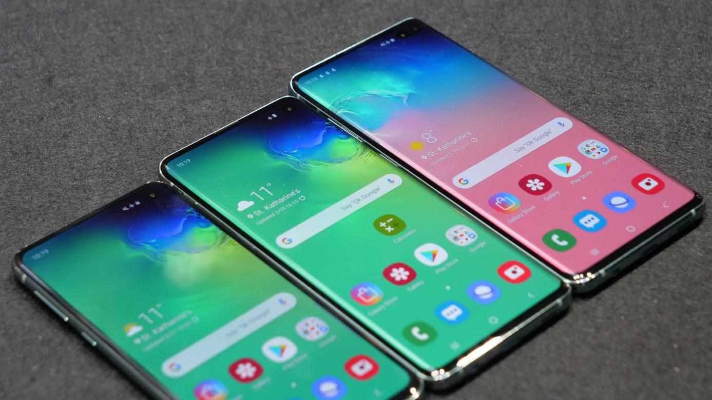 Samsung Galaxy S10 ufficiale: caratteristiche, prezzo e disponibilità delle 4 versioni. C'è anche il 5G thumbnail