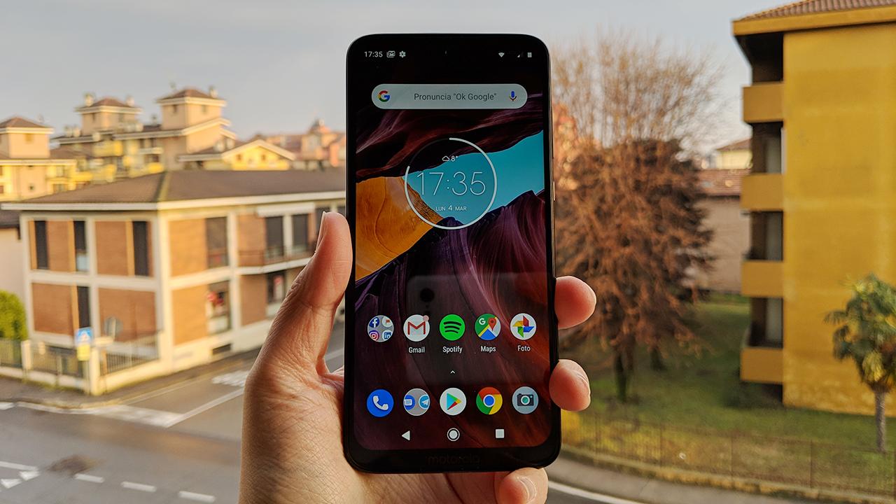 Recensione Motorola Moto G7 Plus: squadra che vince non si cambia thumbnail