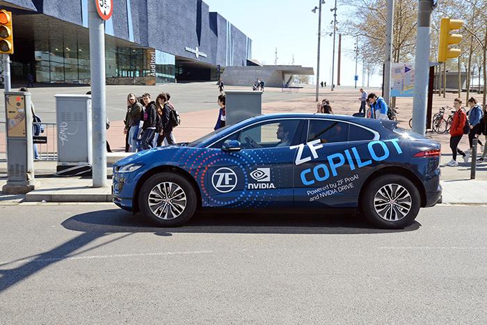 ZF coPILOT: annunciato il sistema di guida assistita thumbnail