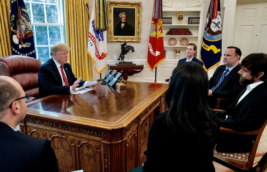 Donald Trump incontra il CEO di Twitter dopo le accuse mosse al social thumbnail