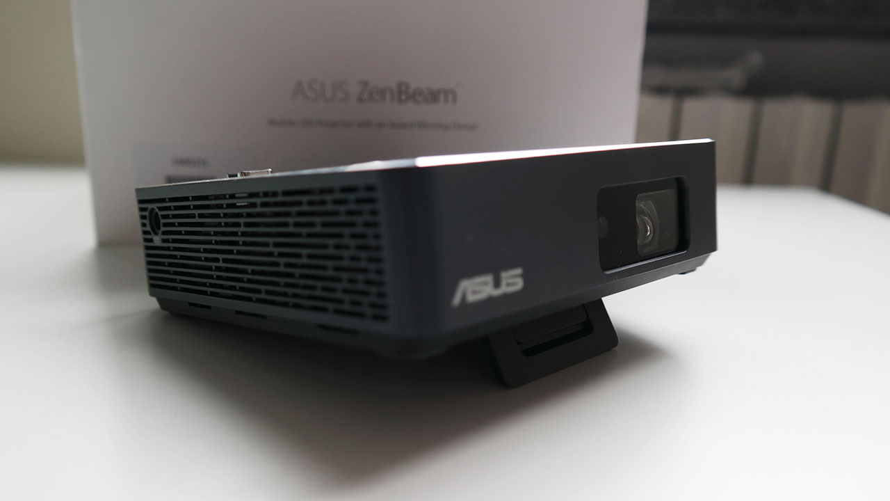 Recensione Asus Zenbeam S2: portatile e versatile ma a quale prezzo? thumbnail