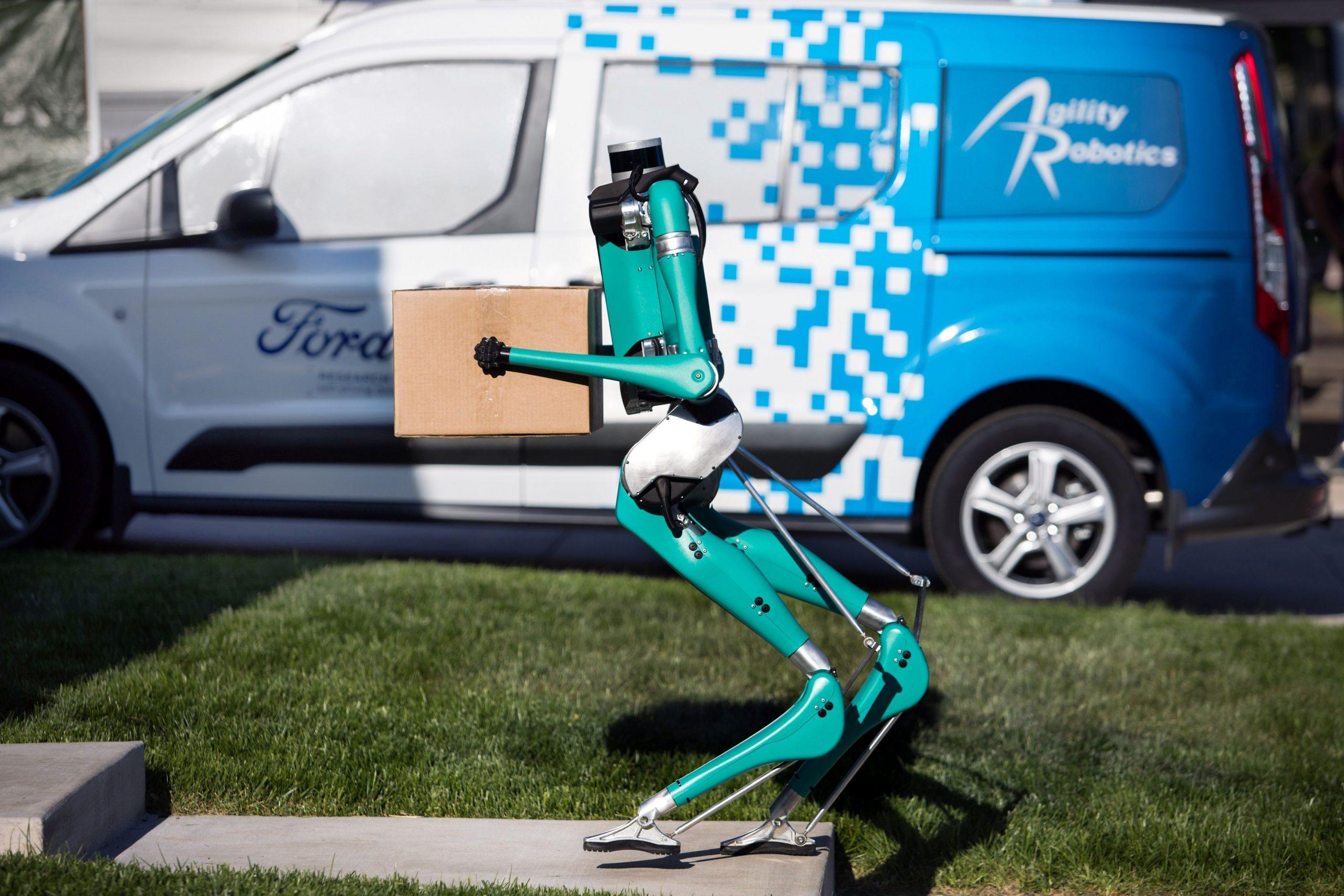 Digit: Ford e il futuro delle consegne tramite robot thumbnail
