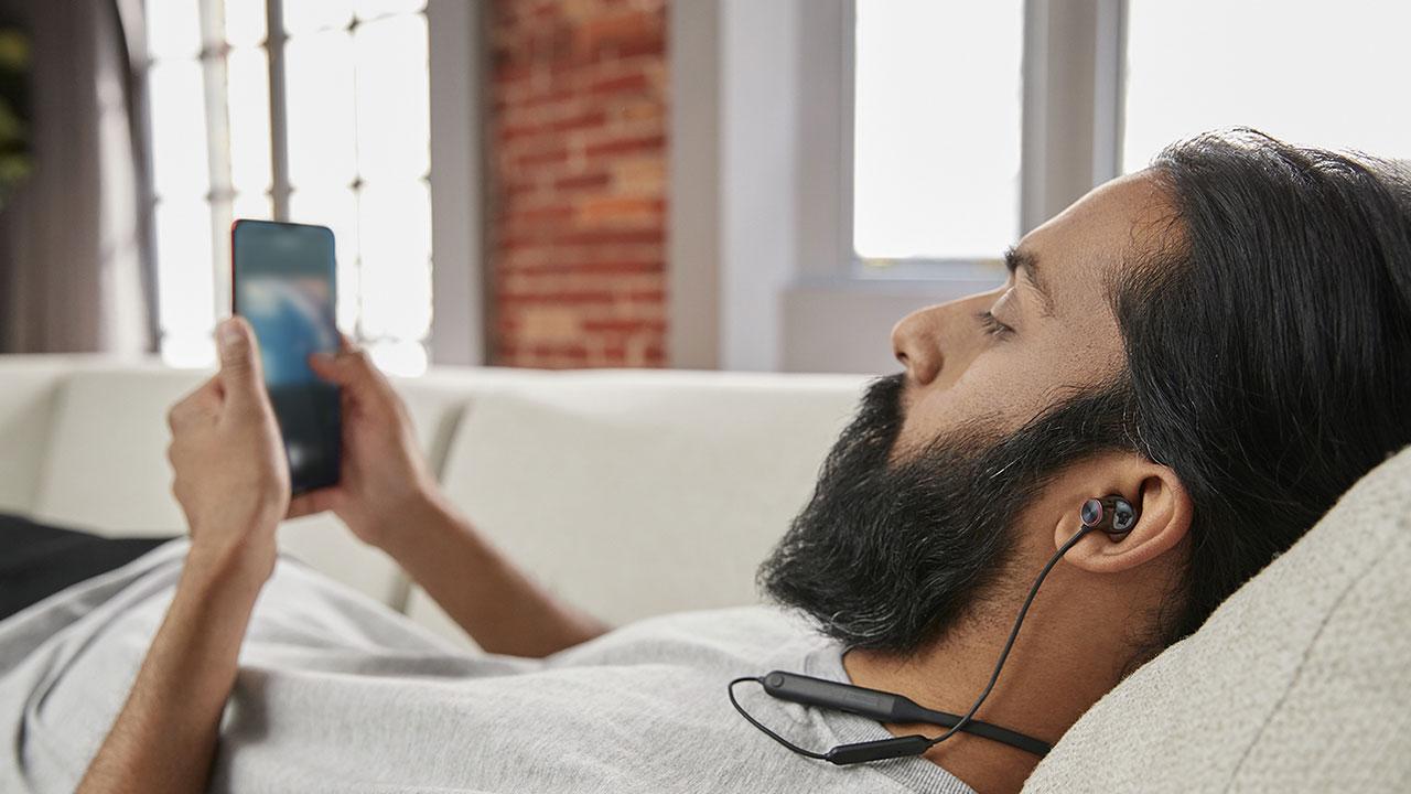OnePlus Bullets Wireless 2: 10 minuti di carica per 10 ore di ascolto thumbnail