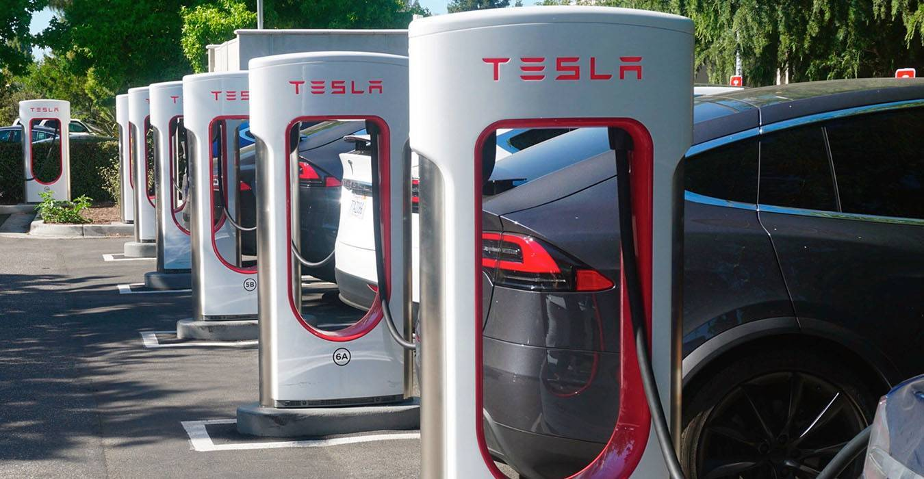 Tesla limiterà la ricarica all'80% nelle stazioni Superchager thumbnail