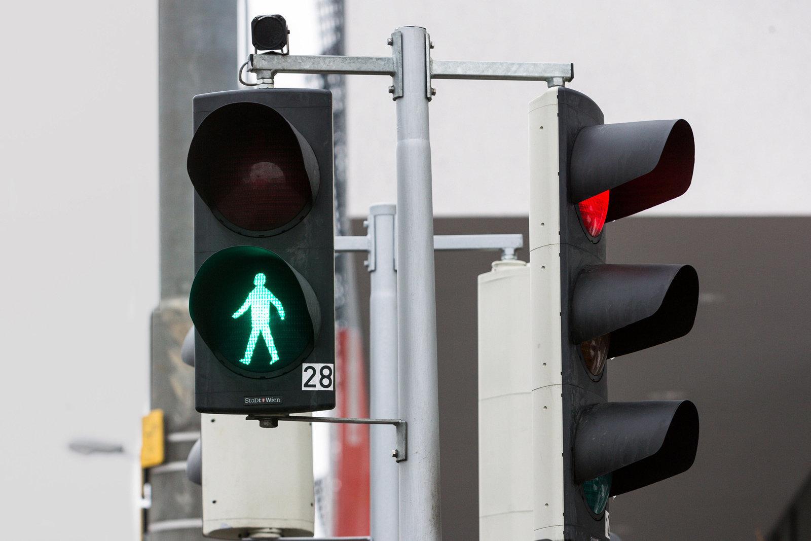 Semafori intelligenti: ci osservano e prevedono le nostre intenzioni thumbnail
