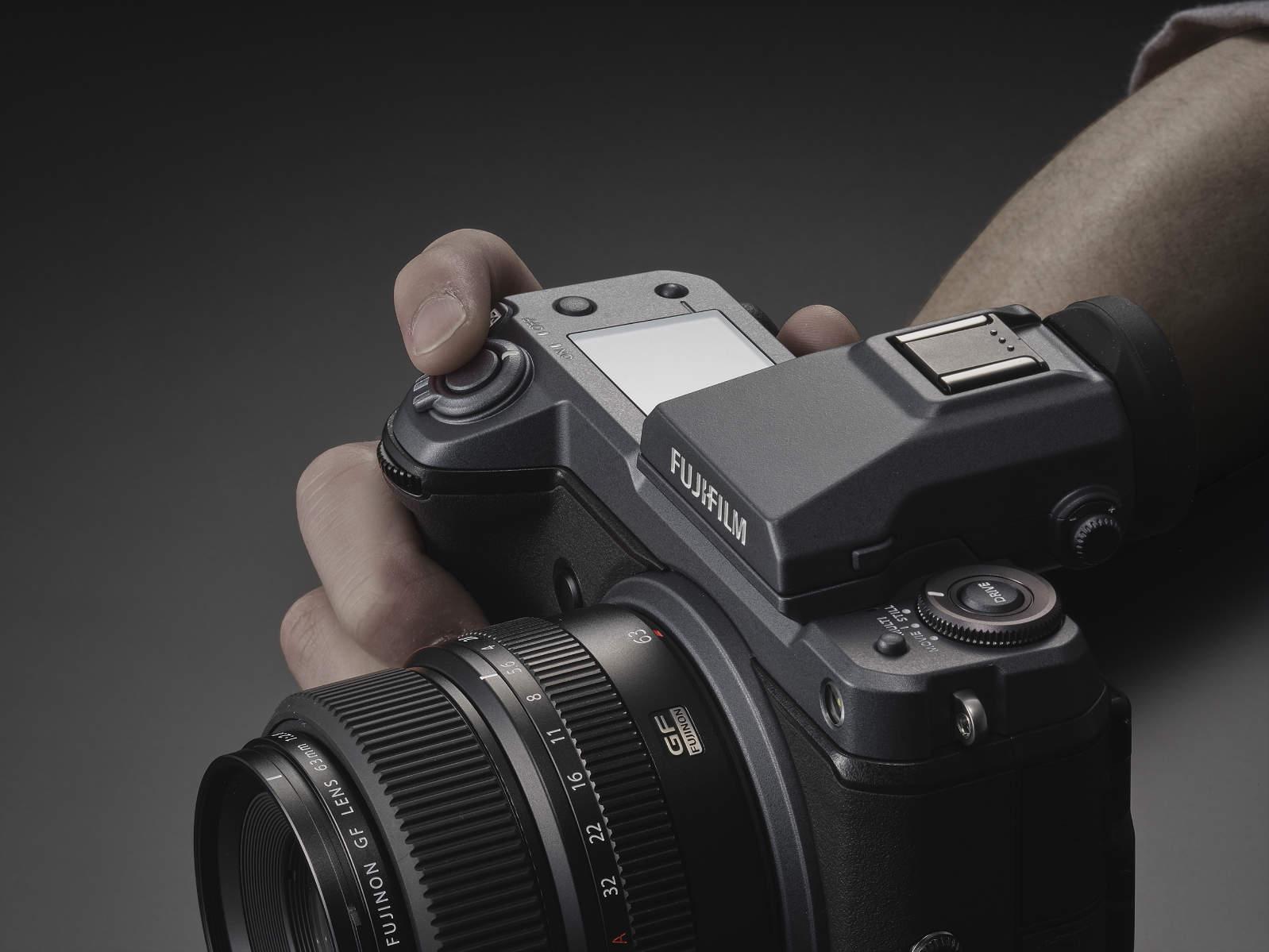 Fujifilm GFX 100: ecco finalmente tutti i dettagli thumbnail
