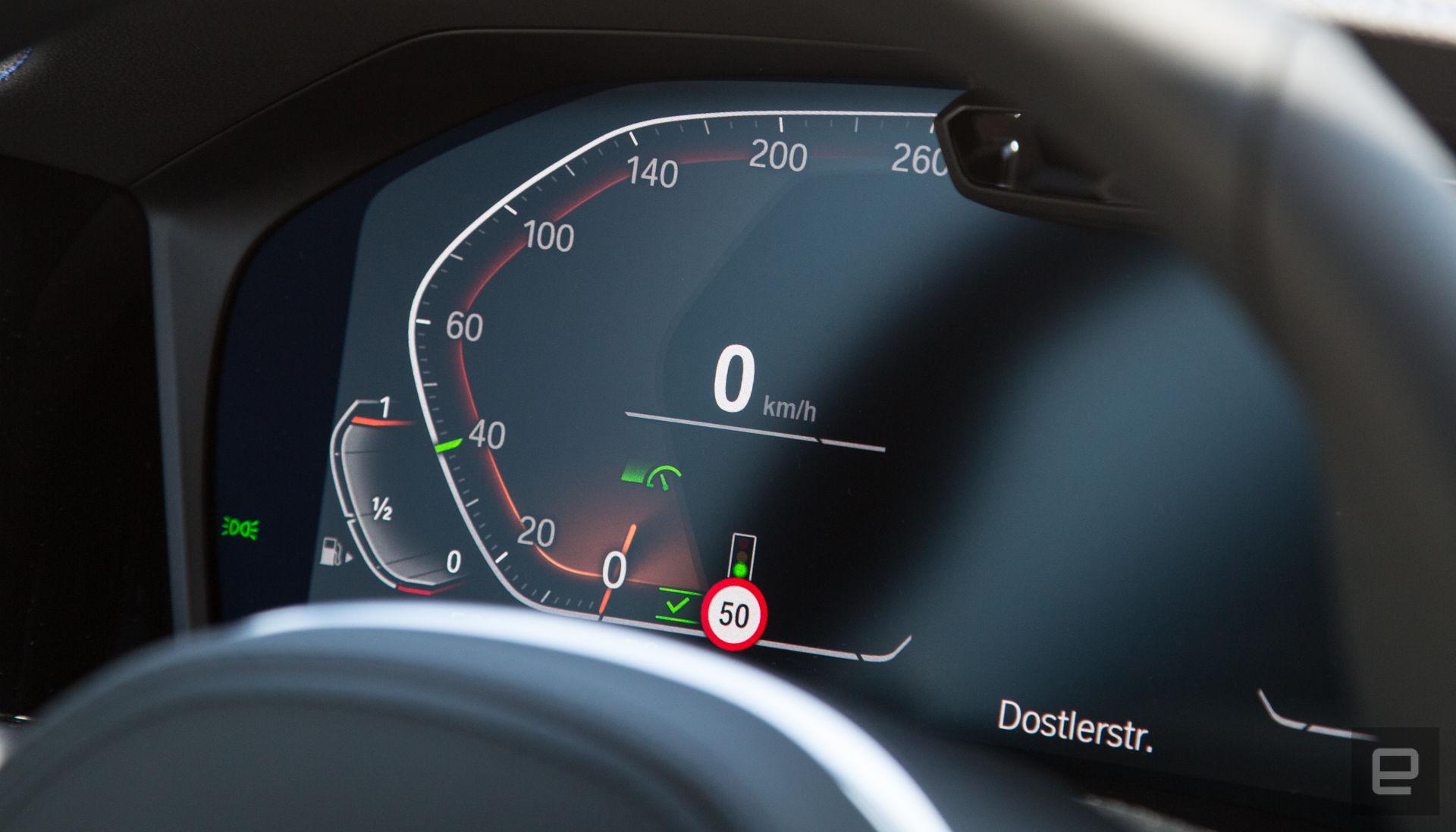 BMW: il cruise control del futuro leggerà i semafori thumbnail