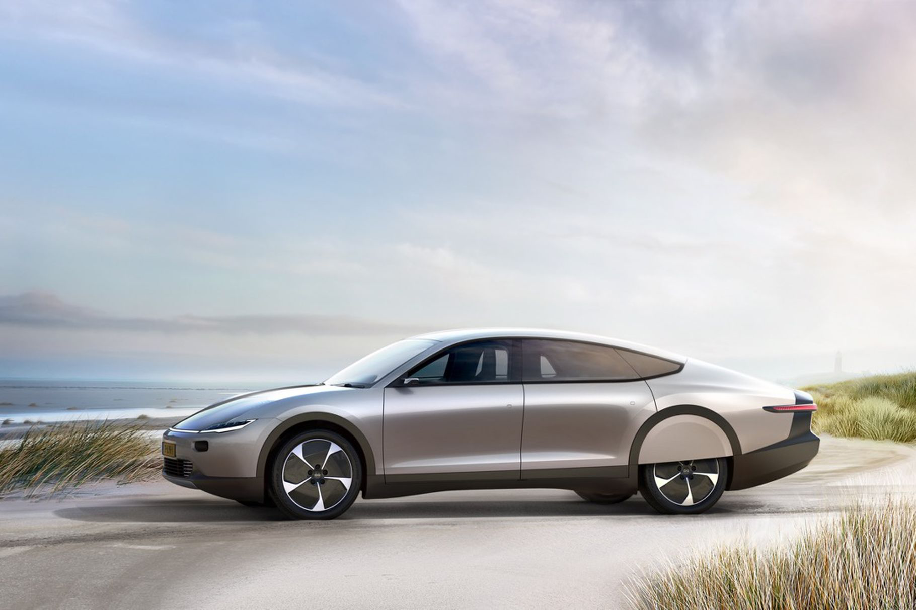 Lightyear One, il prototipo di auto ad energia solare thumbnail