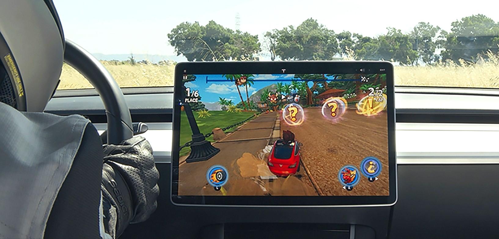 Tesla Arcade: l'auto diventa una console! thumbnail