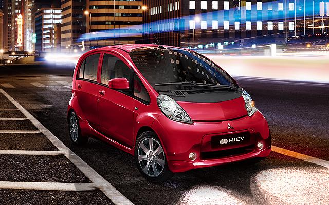 Dieci anni di i-MiEV, Mitsubishi celebra la prima city car a zero emissioni thumbnail