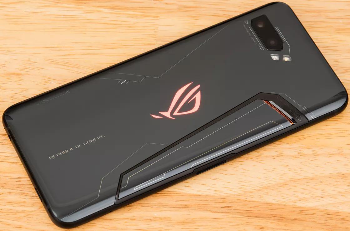 Asus ROG Phone II: schermo OLED a 120Hz e Snapdragon 855 Plus thumbnail
