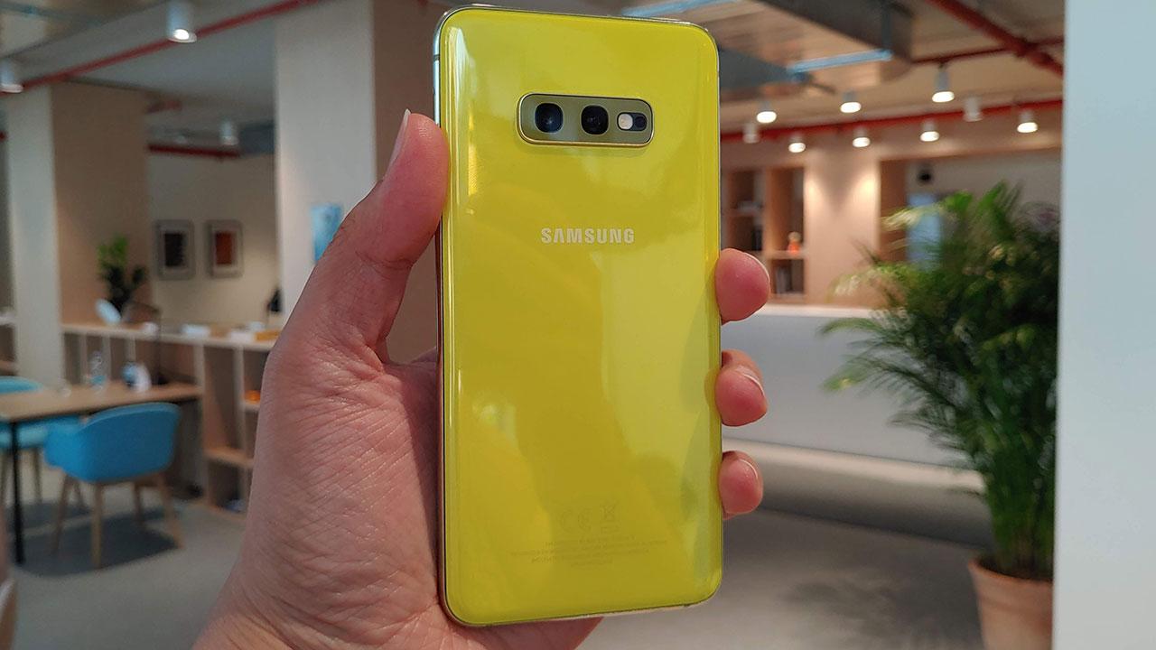 Recensione Samsung Galaxy S10e: compatto è meglio? thumbnail