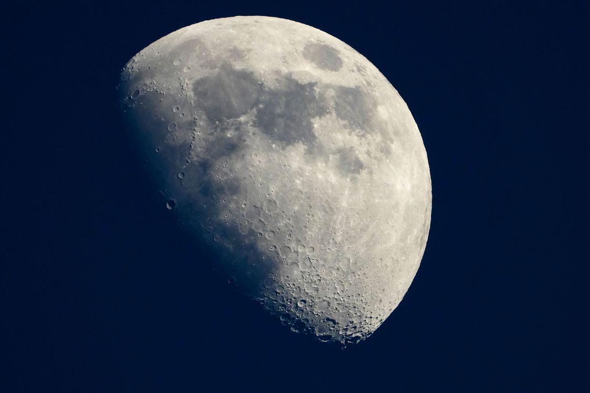 Come fotografare la Luna: trucchi e consigli per il metodo migliore thumbnail