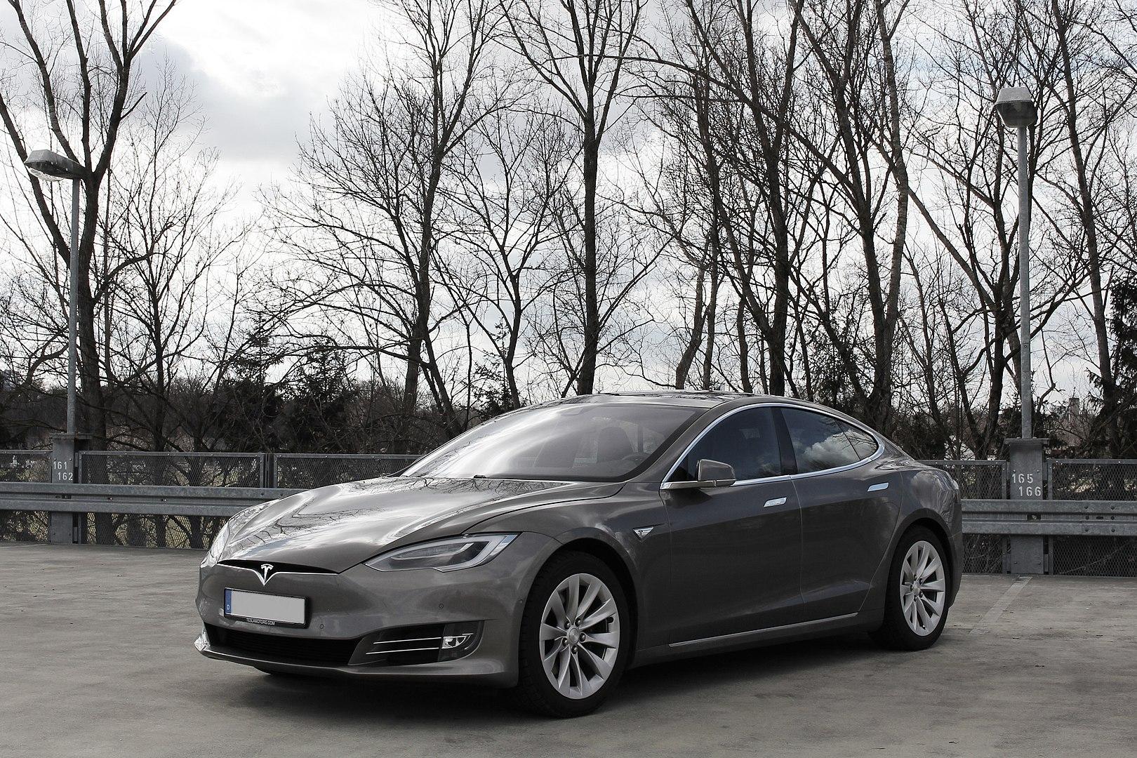 Tesla, autonomia calata dopo un aggiornamento: i proprietari fanno causa! thumbnail