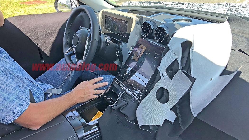 Mercedes Classe C: foto spia rivelano l'MBUX e schermi in ogni dove thumbnail