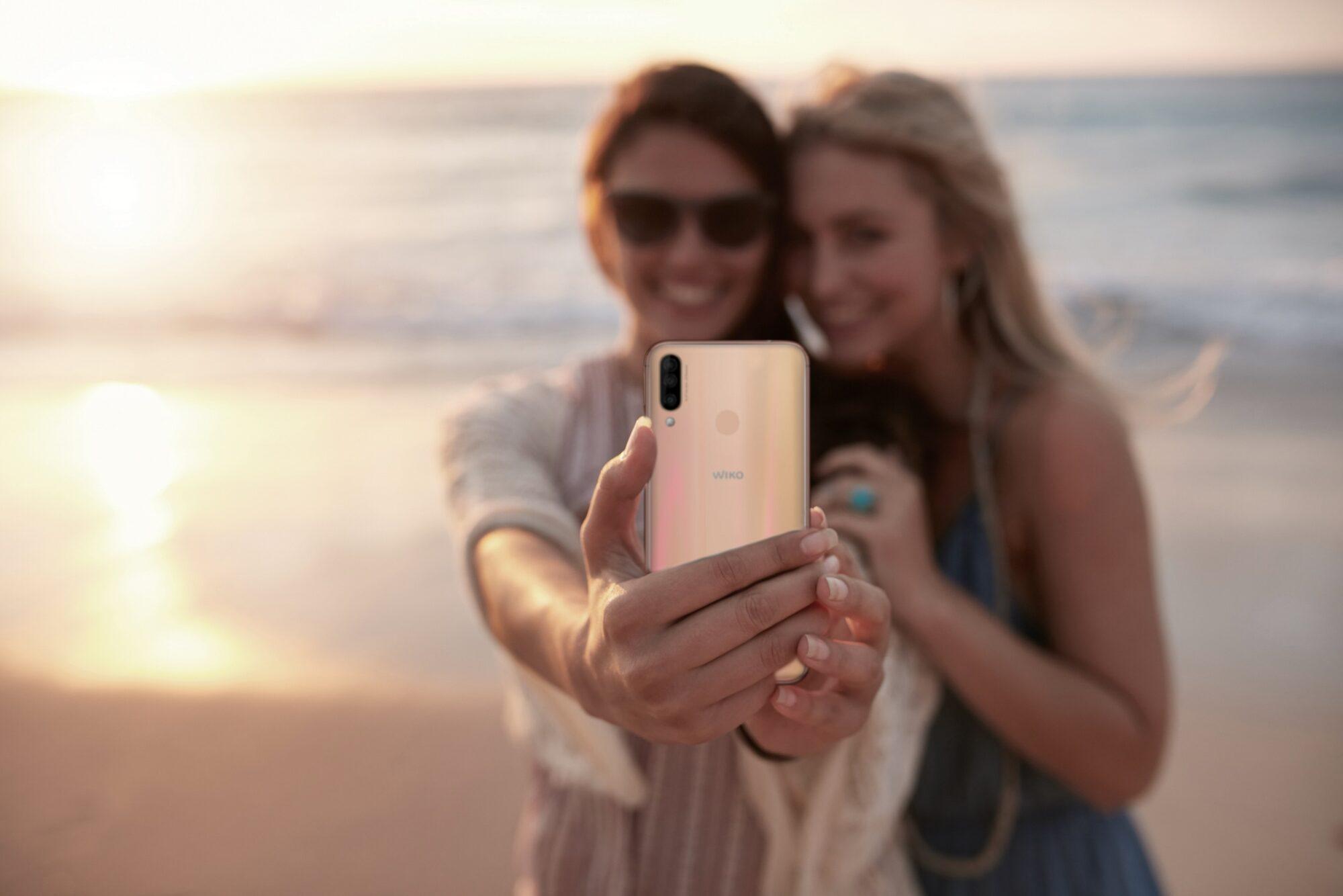 Foto in vacanza: ecco quali evitare di postare sui social network thumbnail