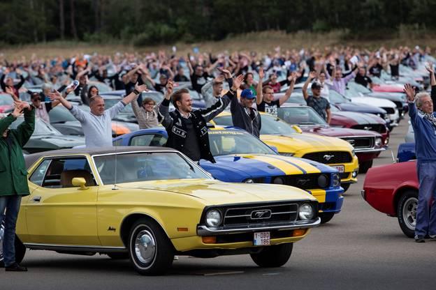 Ford Mustang parata