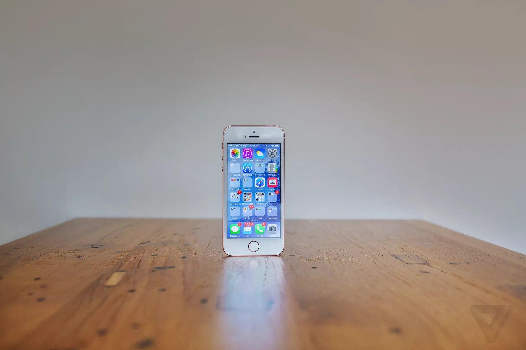 Apple resuscita il suo iPhone SE: previsto per il 2020 thumbnail