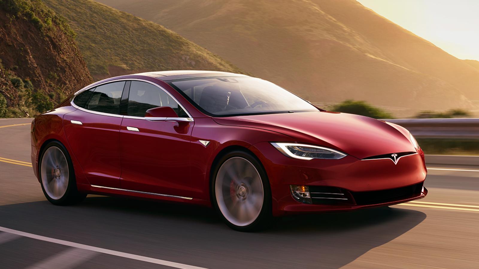 Tesla Model S segna il nuovo record tra le berline 4 porte a Laguna Seca thumbnail