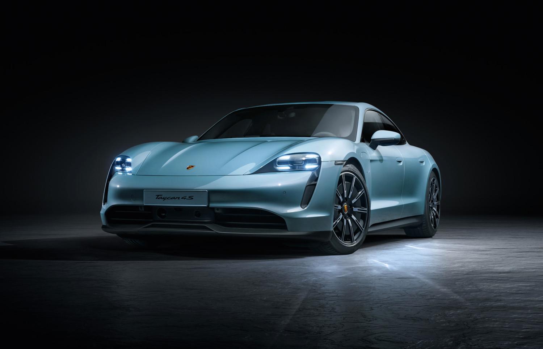 """Porsche Taycan 4S: la """"entry level"""" della berlina elettrica di Stoccarda thumbnail"""