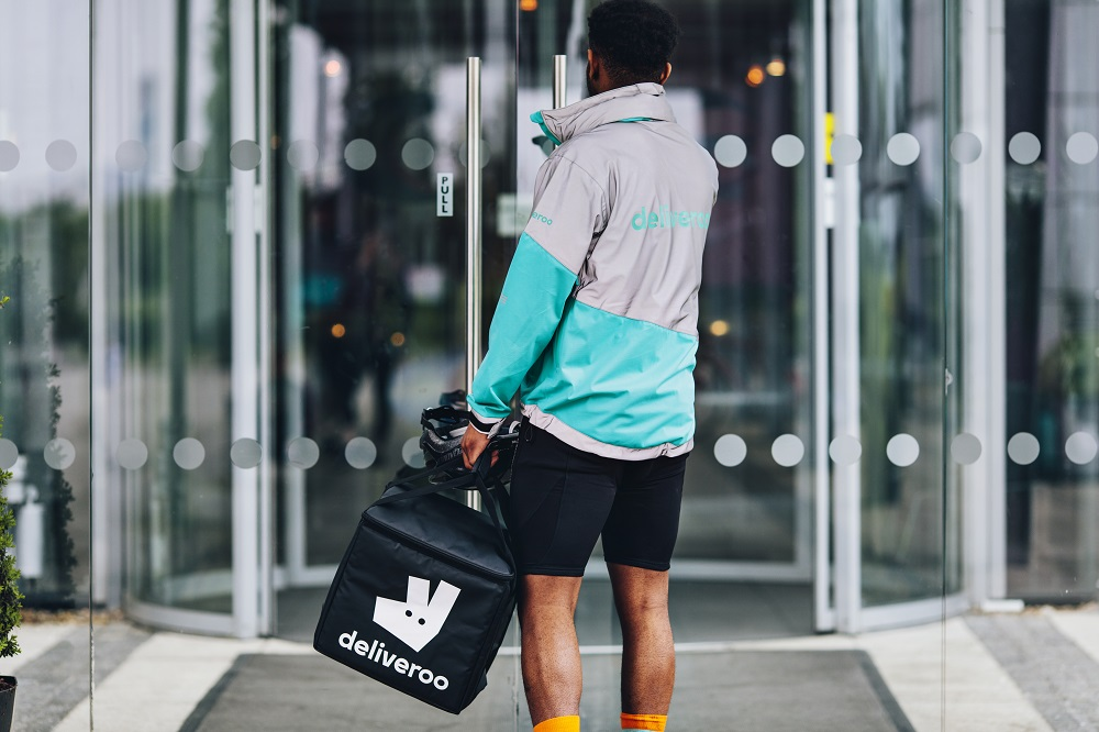 Deliveroo: arrivano le Black Boxes per il Black Friday thumbnail