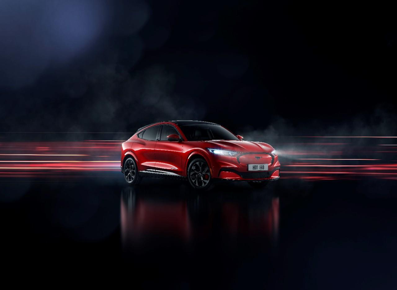 Ford Mustang Mach-E, arriva il SUV elettrico che sfida la Tesla Model 3 thumbnail