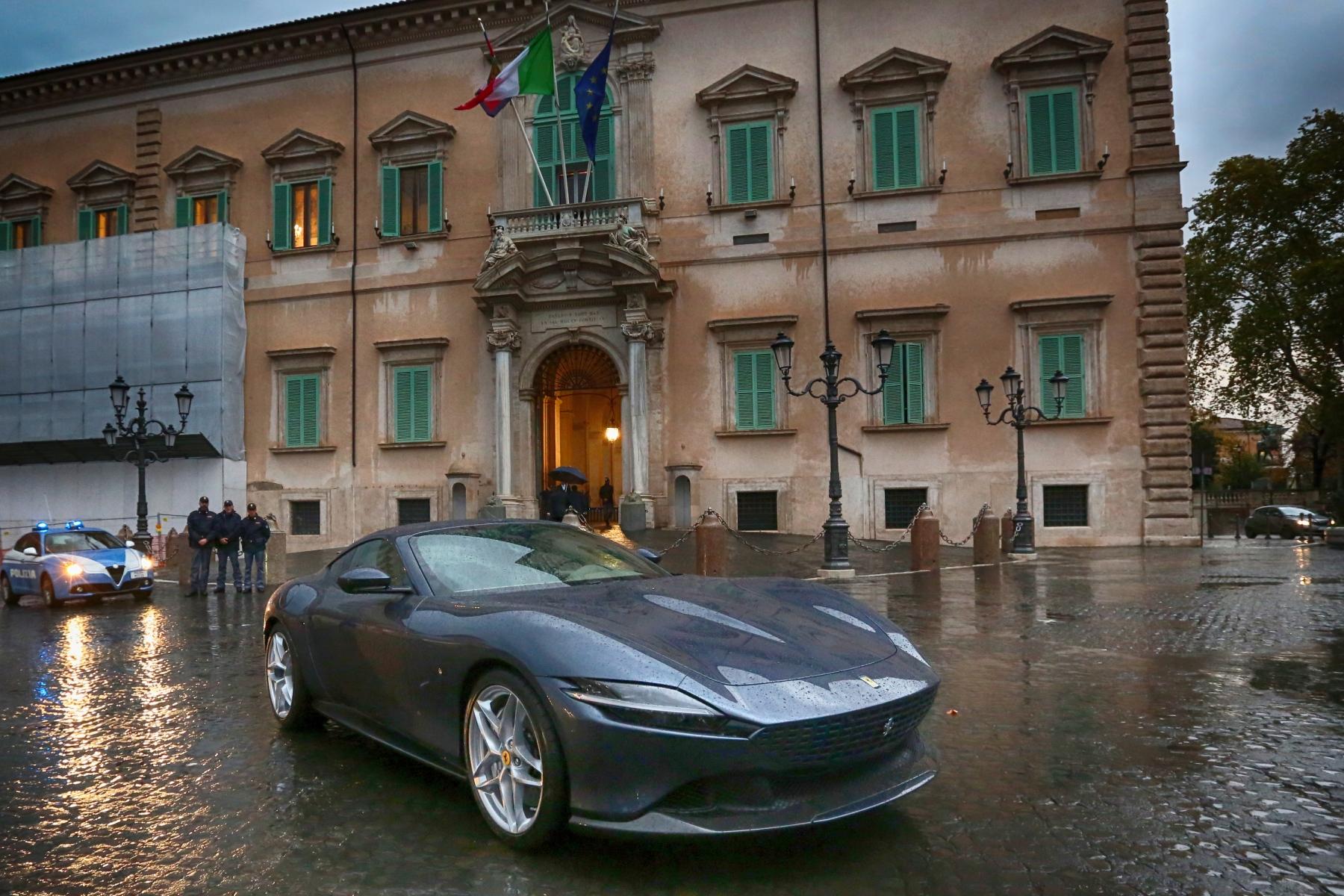 Ferrari Roma: debutta la nuova coupè V8 del Cavallino thumbnail