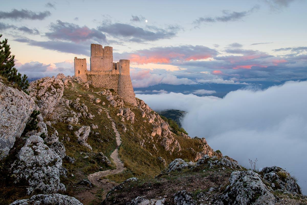 8 luoghi abbandonati in Italia da scoprire thumbnail