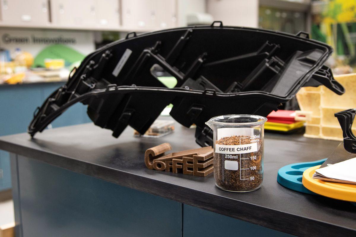 Ford trasforma i chicchi di caffè in ricambi per auto thumbnail