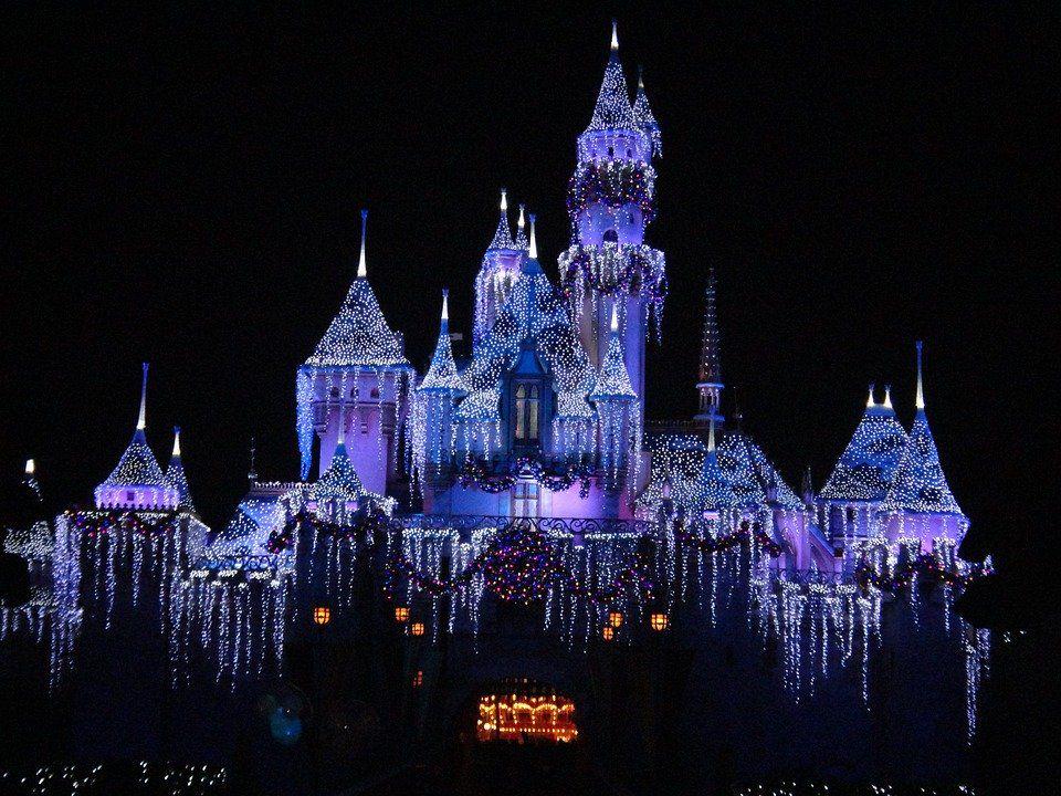 Disney ha perso un miliardo di dollari di incassi dai parchi a tema thumbnail