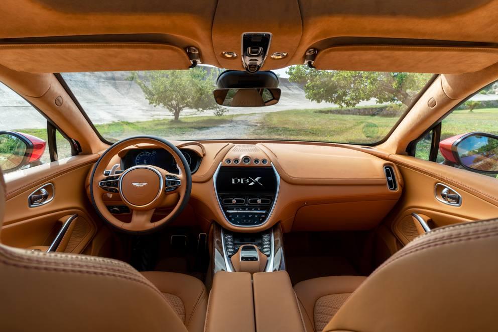 Aston Martin DBX interni