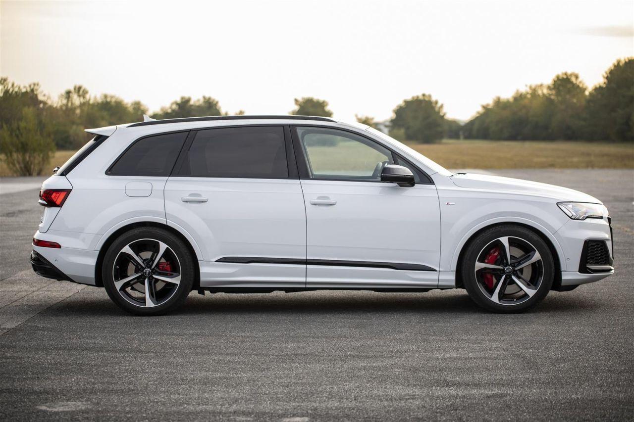Audi Q7 TFSI e quattro diventa ibrida plug-in thumbnail