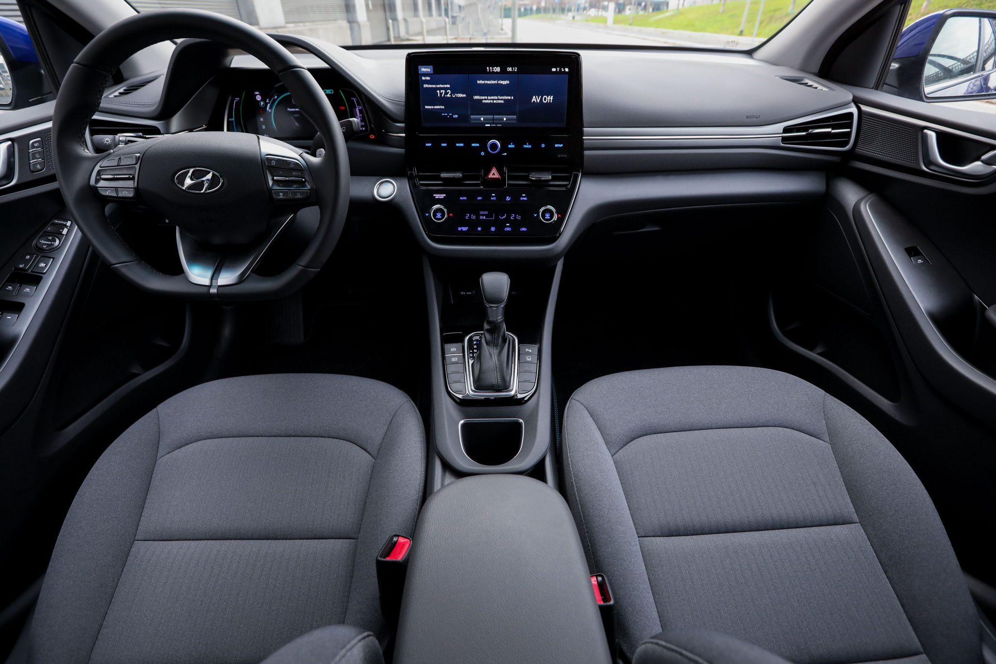 Hyundai IONIQ Hybrid interni