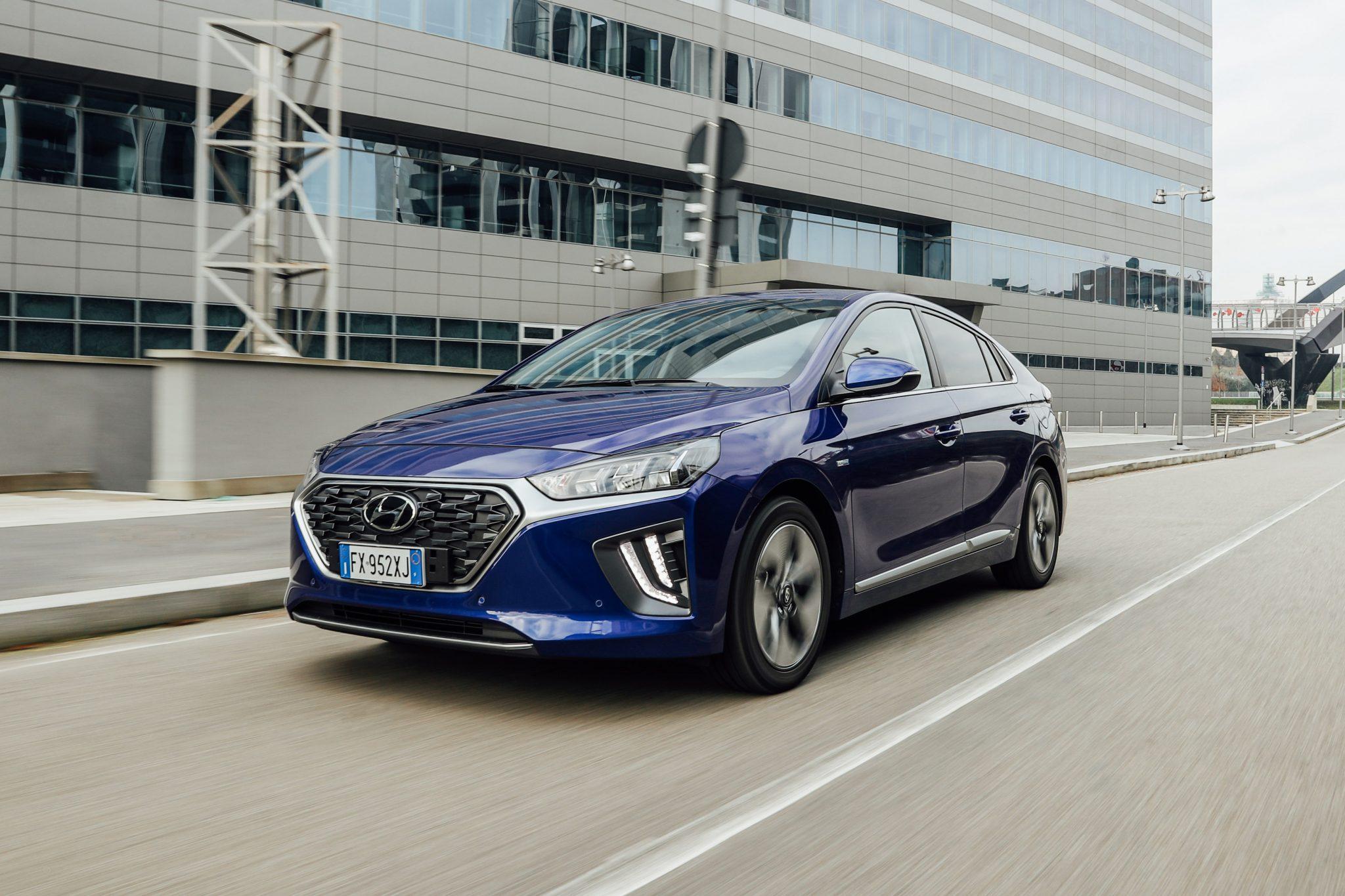 Hyundai IONIQ Hybrid esterni