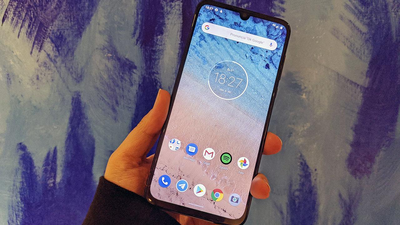 Motorola One Zoom recensione display