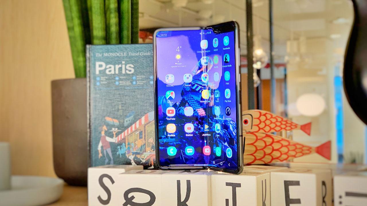 Samsung Galaxy Fold recensione design
