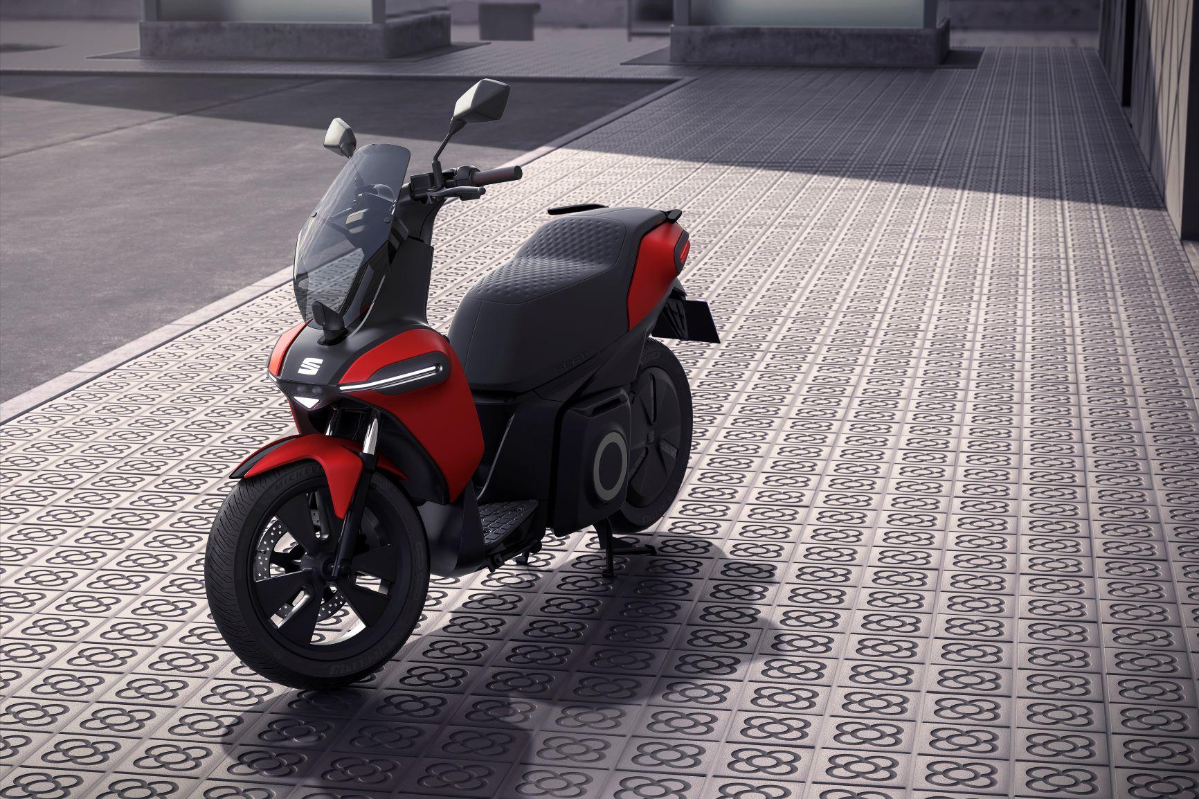SEAT eScooter: la risposta spagnola per la mobilità urbana thumbnail