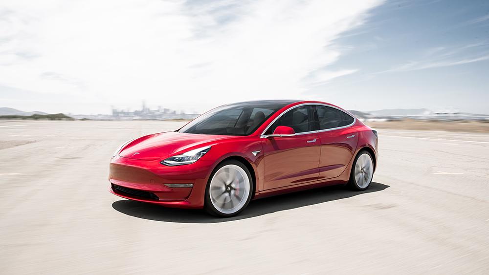 Tesla Model 3: abbiamo provata la tecnologia di bordo (anche le funzioni matte!) thumbnail