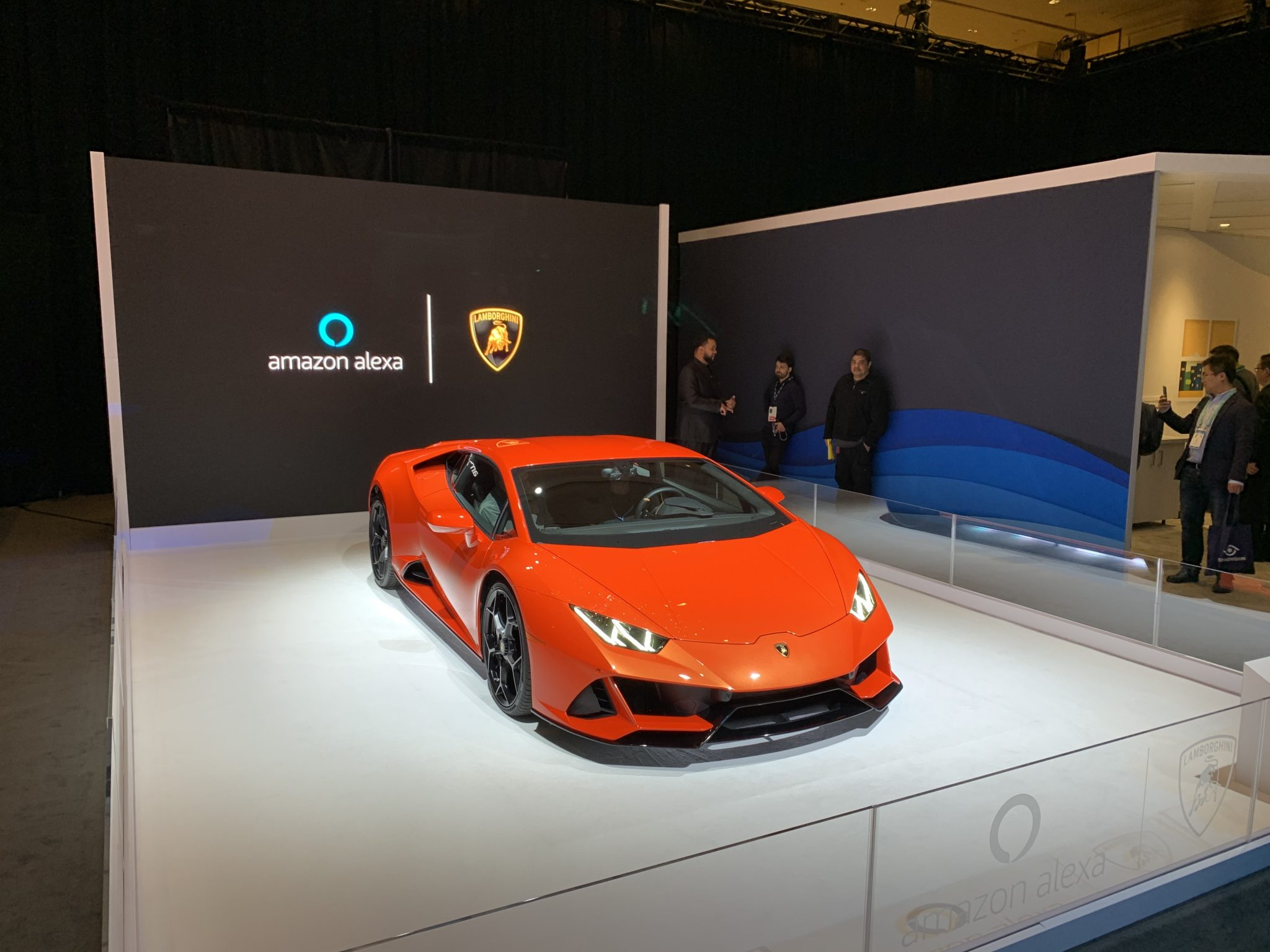 Alexa, Lamborghini Huracàn Evo e Rivian accolgono l'assistente Amazon thumbnail