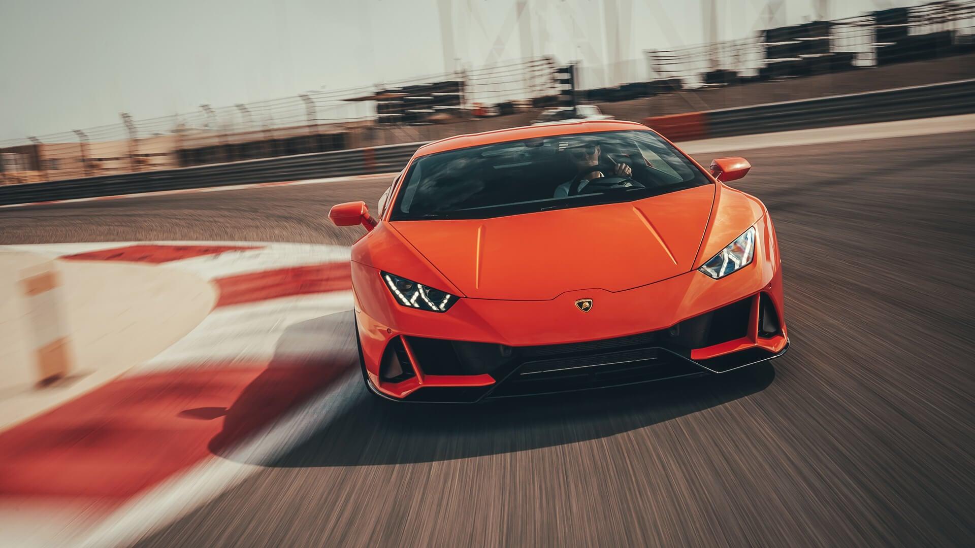 Alexa Lamborghini Huracan evo in pista