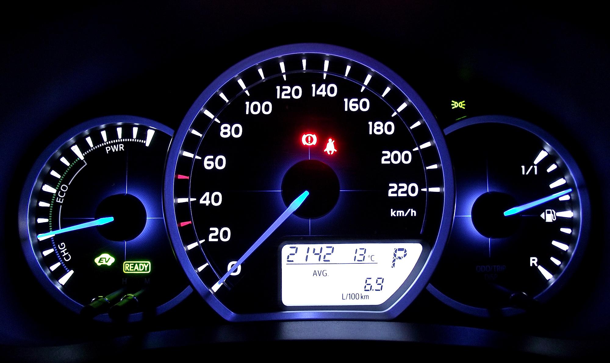 Auto ibride yaris gauge cluster