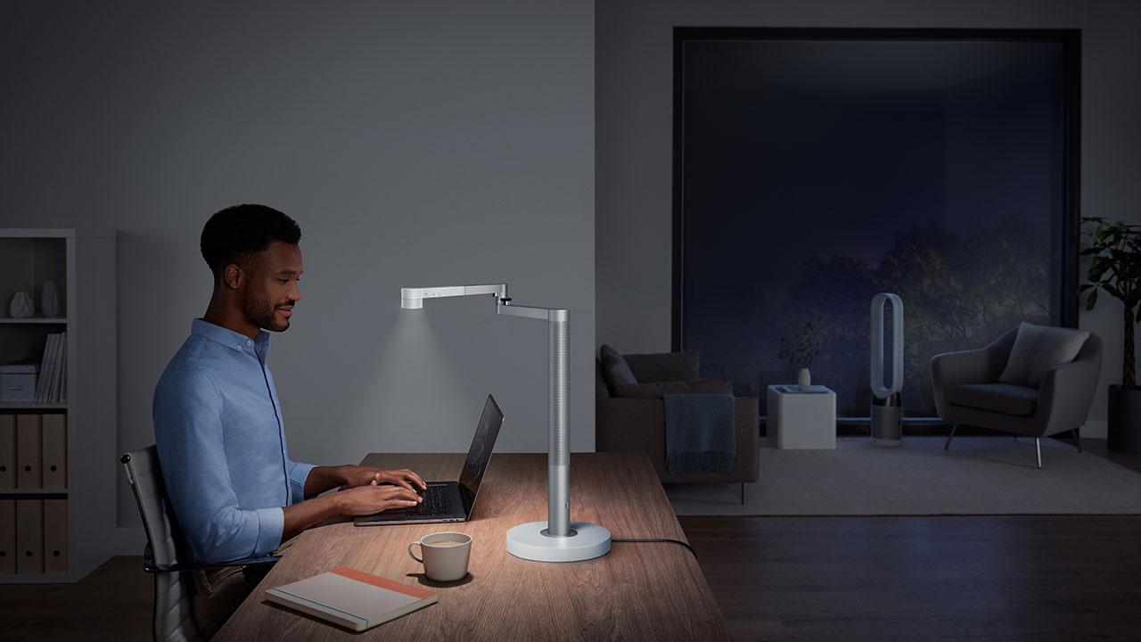 Dyson Lightcycle Morph: 599 euro per lampada che cambia formato thumbnail