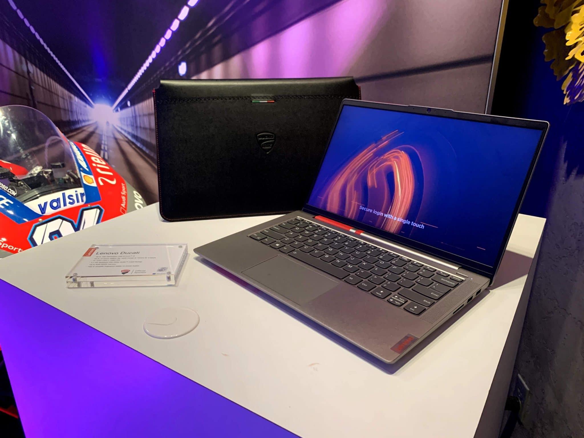 Lenovo Ducati 5: il super notebook di Lenovo alla fiera di Las Vegas thumbnail