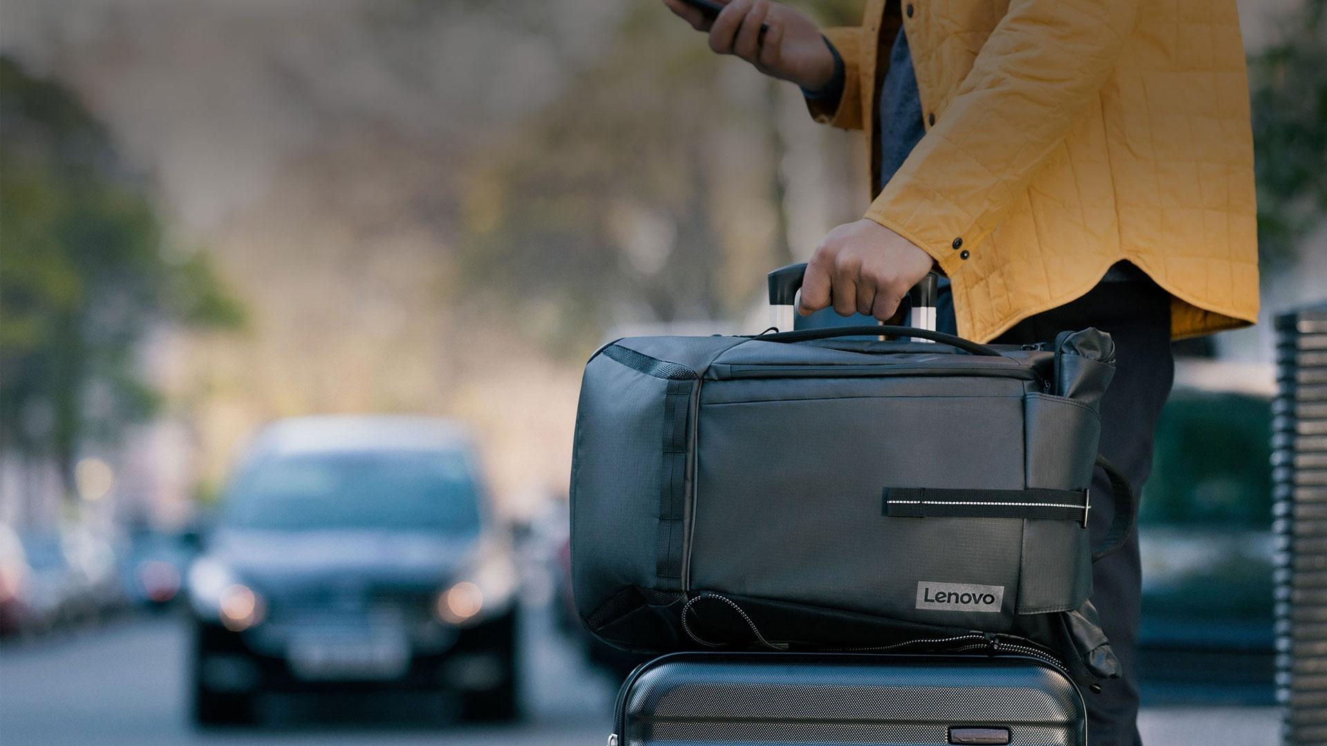Lenovo Commuter Backpack recensione: dal CES alla quotidianità thumbnail