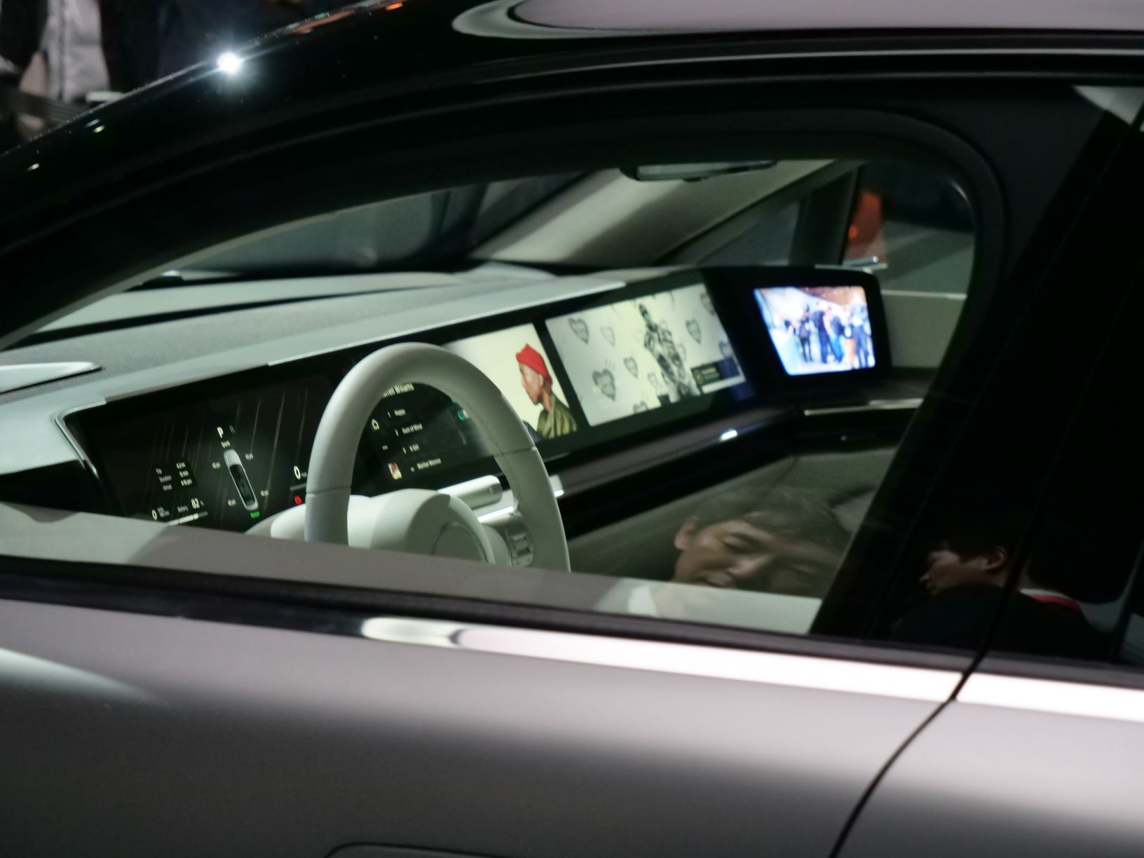 Sony Vision-S interni da fuori