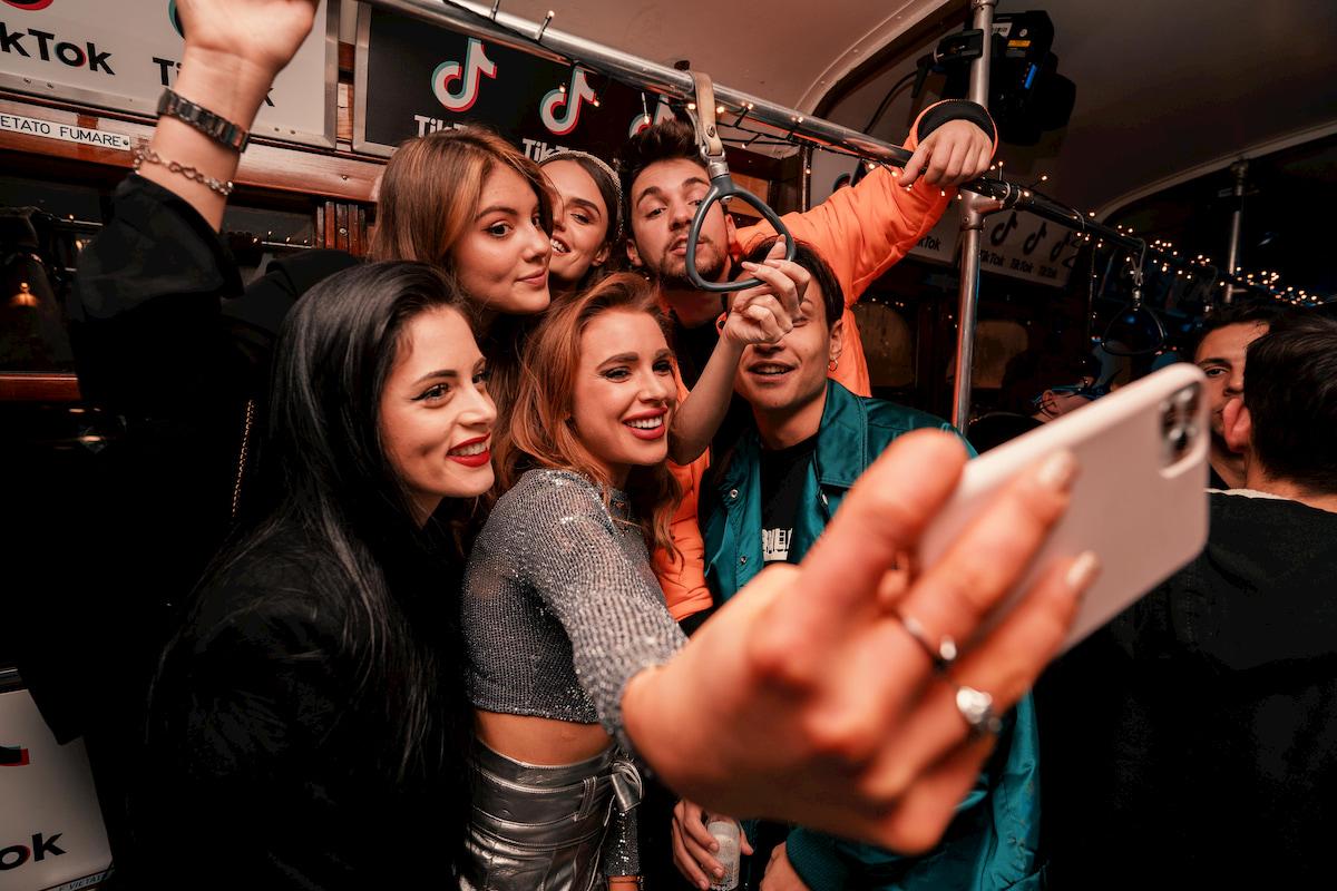 TikTok, le storie del social network della nuova generazione thumbnail