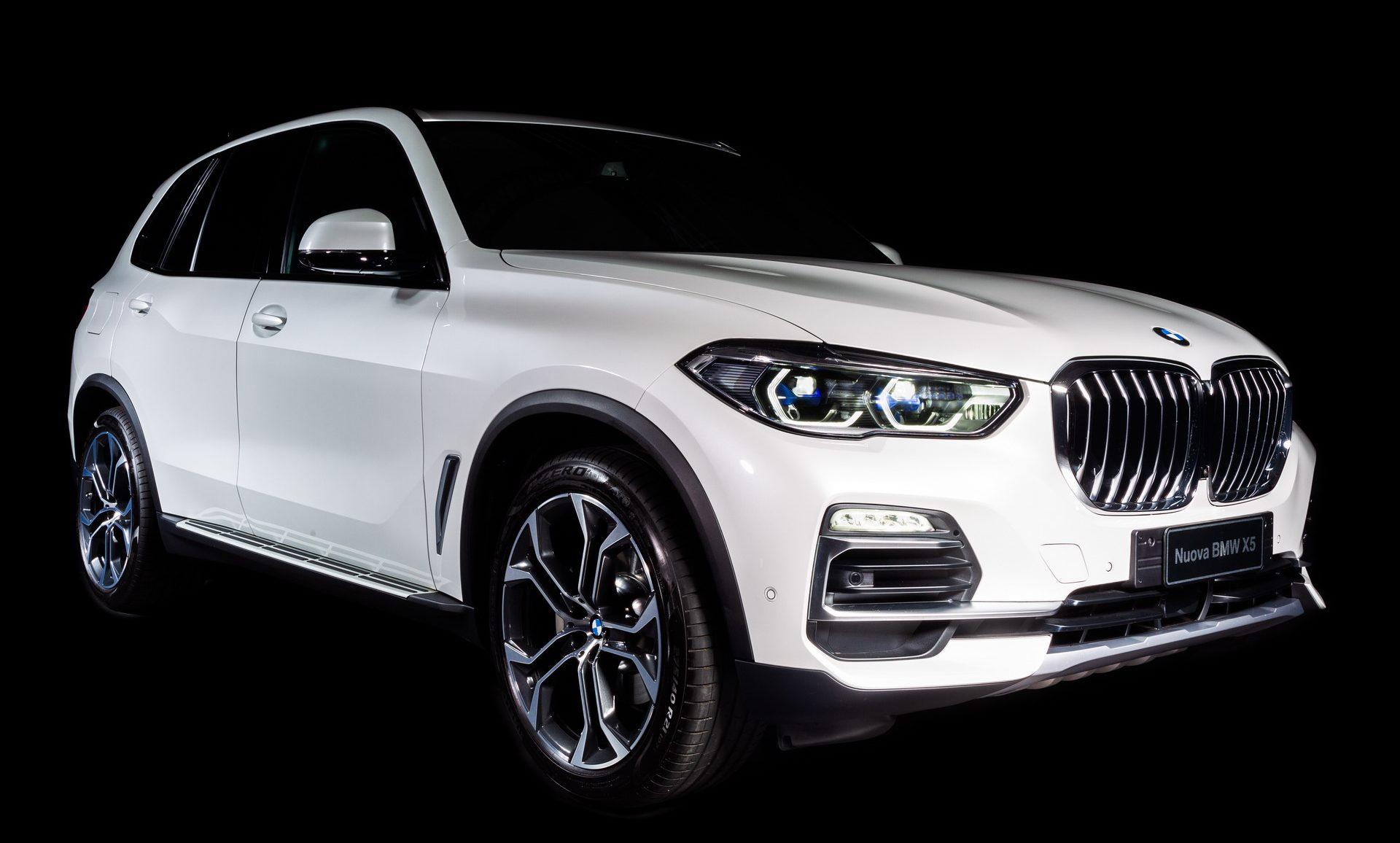 BMW collabora con Alcantara per creare la X5 Timeless Edition thumbnail