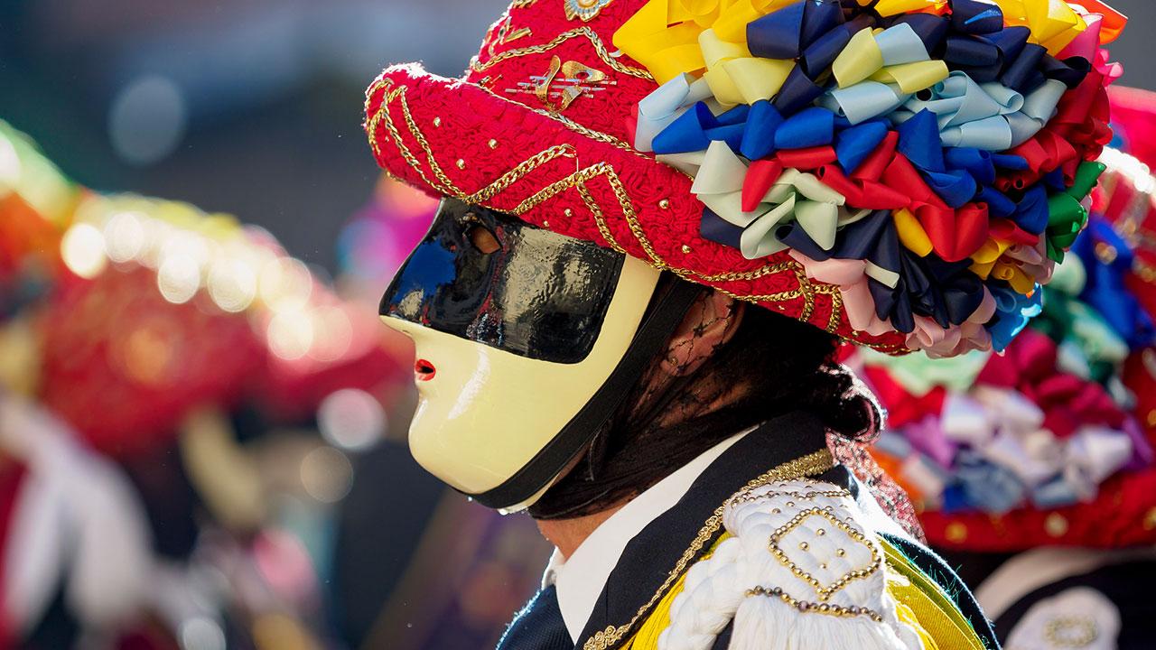 Carnevale in van: 8 incredibili feste tradizionali thumbnail