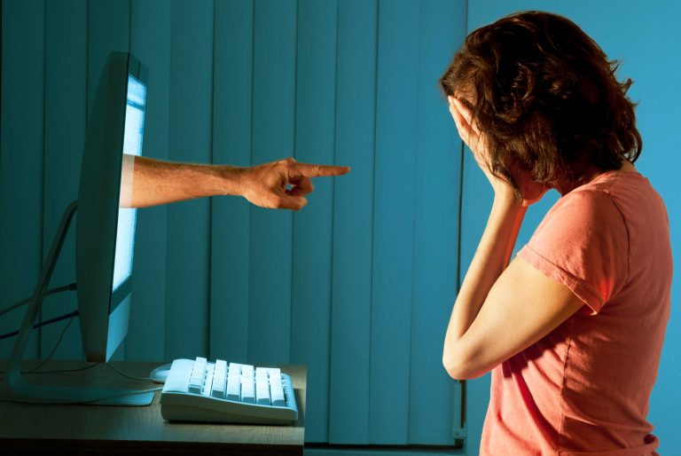 Glossario-Babbel-cyberbullismo-Tech-Princess